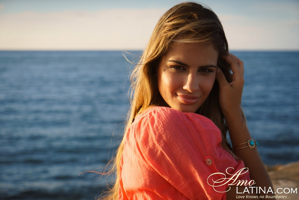 Amolatina Online Dating Services